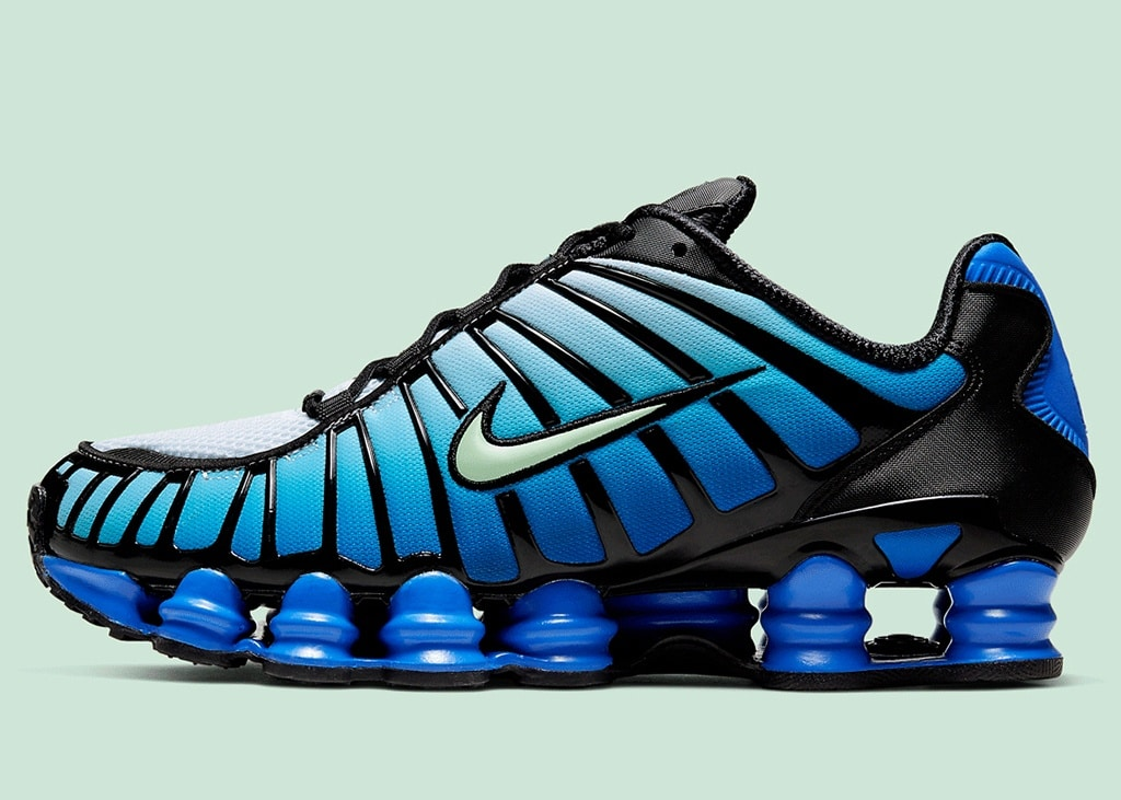 Another mixup: deze Nike Shox TL leent de Air Max Plus Gradient