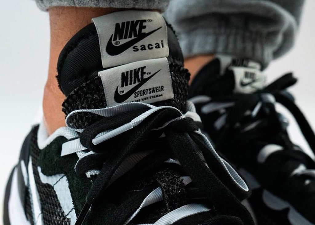 On feet foto's verschenen van de Nike x sacai VaporWaffle