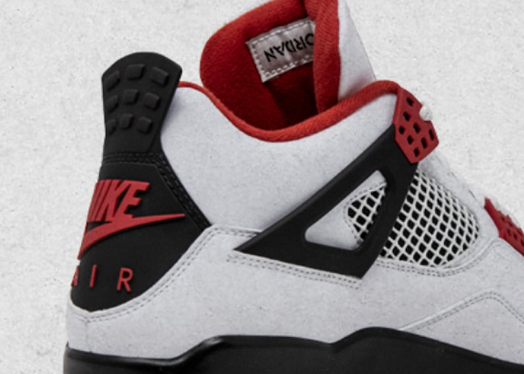 Nike showt foto's van Air Jordan 4 OG Fire Red mét NIKE AIR op de hak