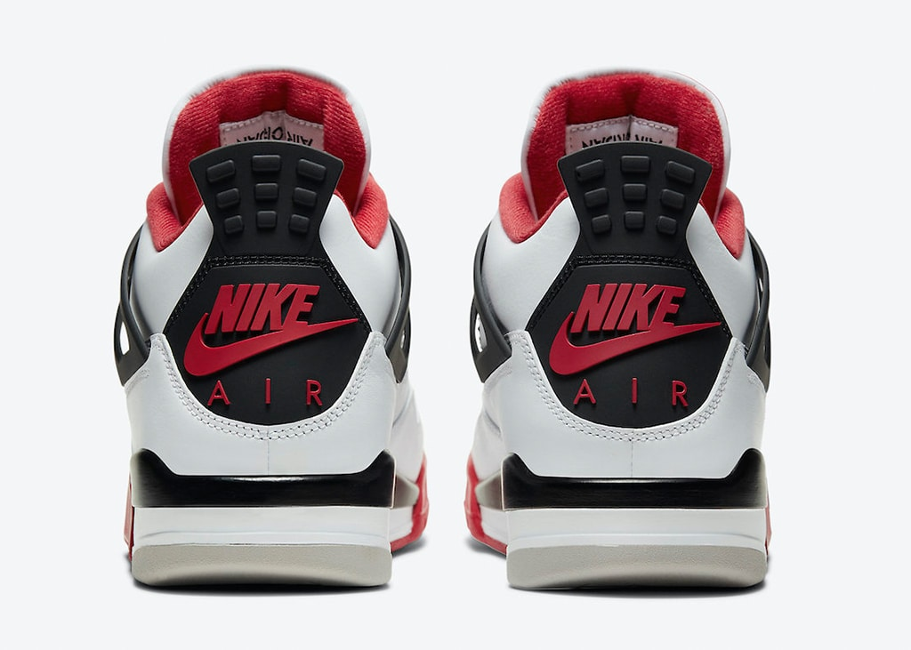 The roof, the roof, the roof is on fire! Officiële foto's van de Air Jordan 4 Fire Red