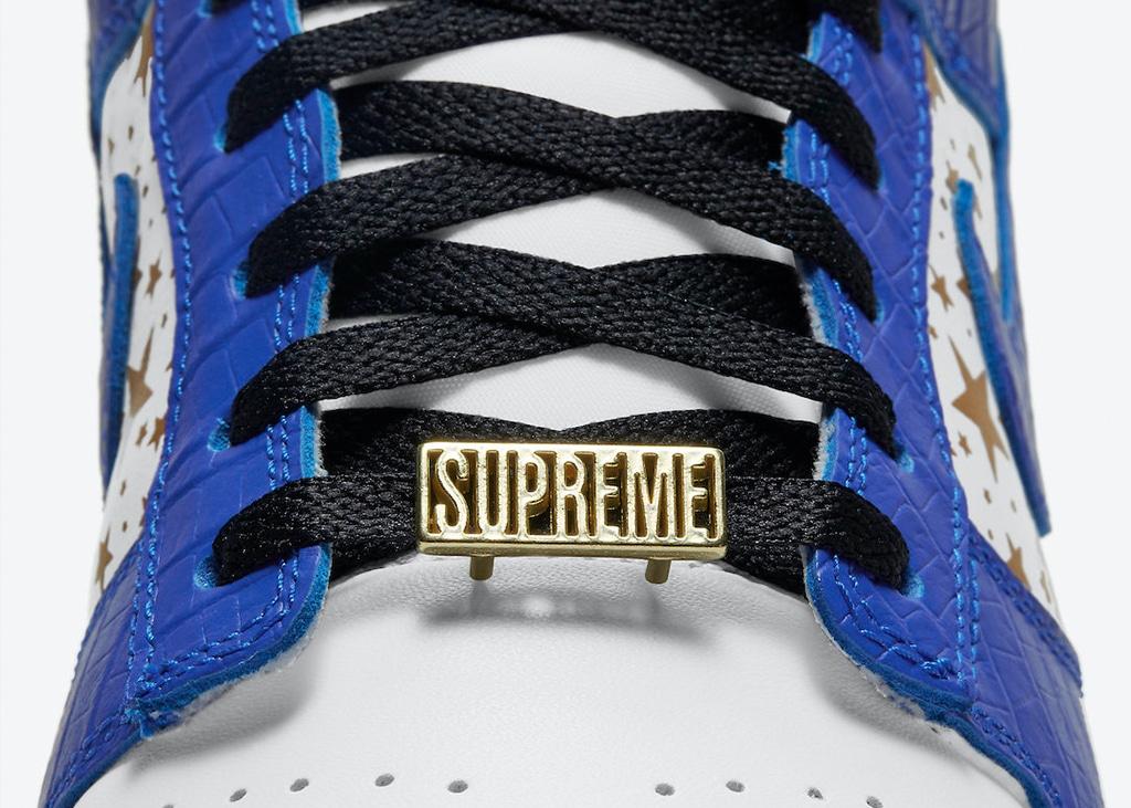 Van hoog naar laag: Foto's van de nieuwe Nike Dunk Low Supreme 'Hyper Blue'