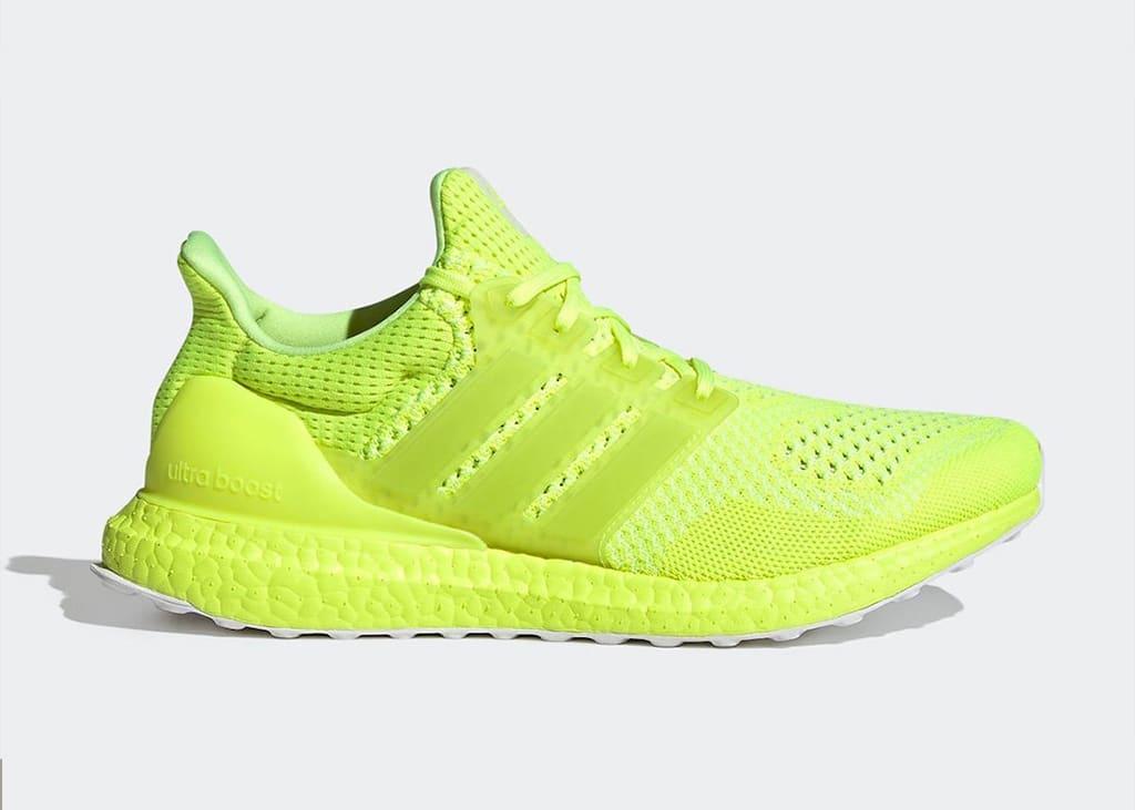 Schijnen in het donker met de nieuwe adidas Ultra Boost 1.0 DNA Solar Yellow