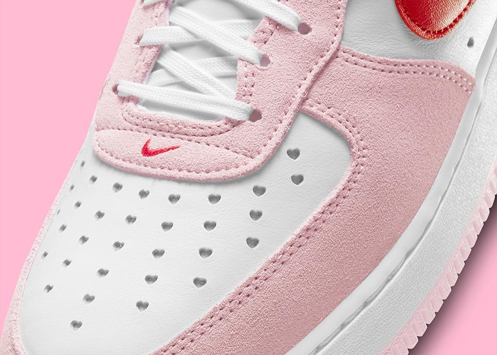 De nieuwe Nike Air Force 1 Love Letter is dé perfecte Valentijnsdate!