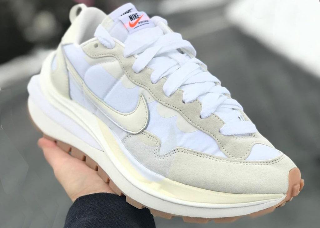 De Nike x sacai VaporWaffle 'Sail' is voor het eerst te zien op gelekte foto's