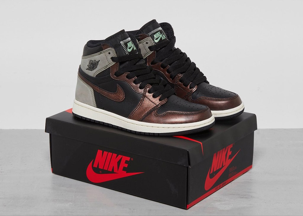 Get your steampunk vibes ready: duidelijke foto's van de Air Jordan 1 'Patina Light Army'