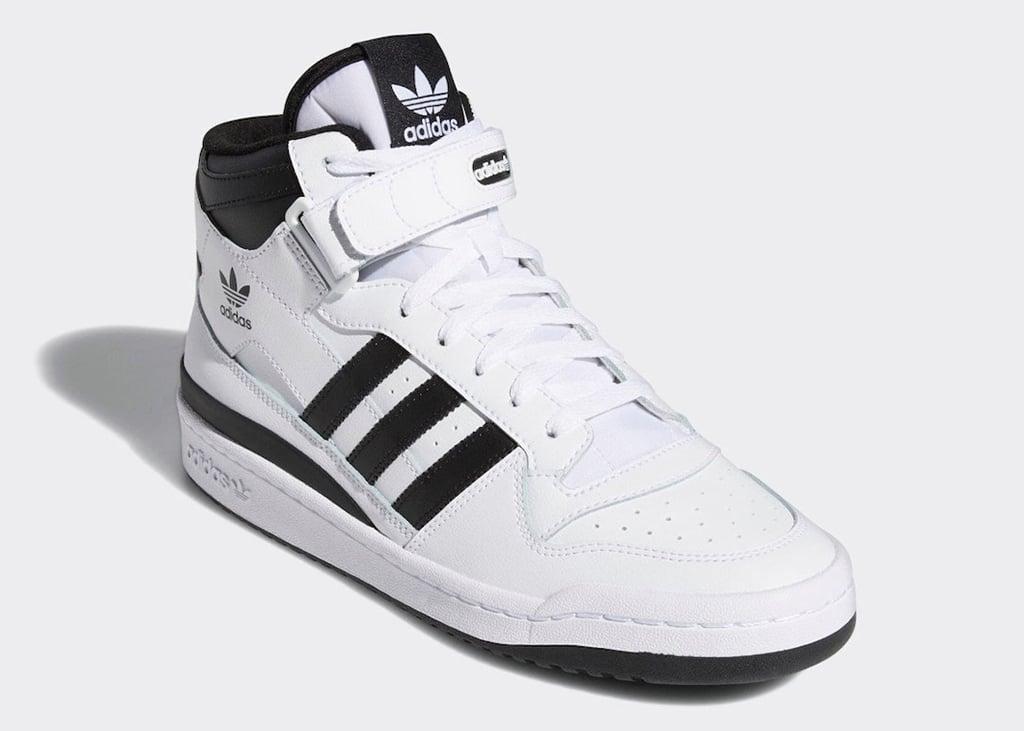 Simpel maar effectief: de nieuwe volledig wit/zwarte adidas Forum Mid