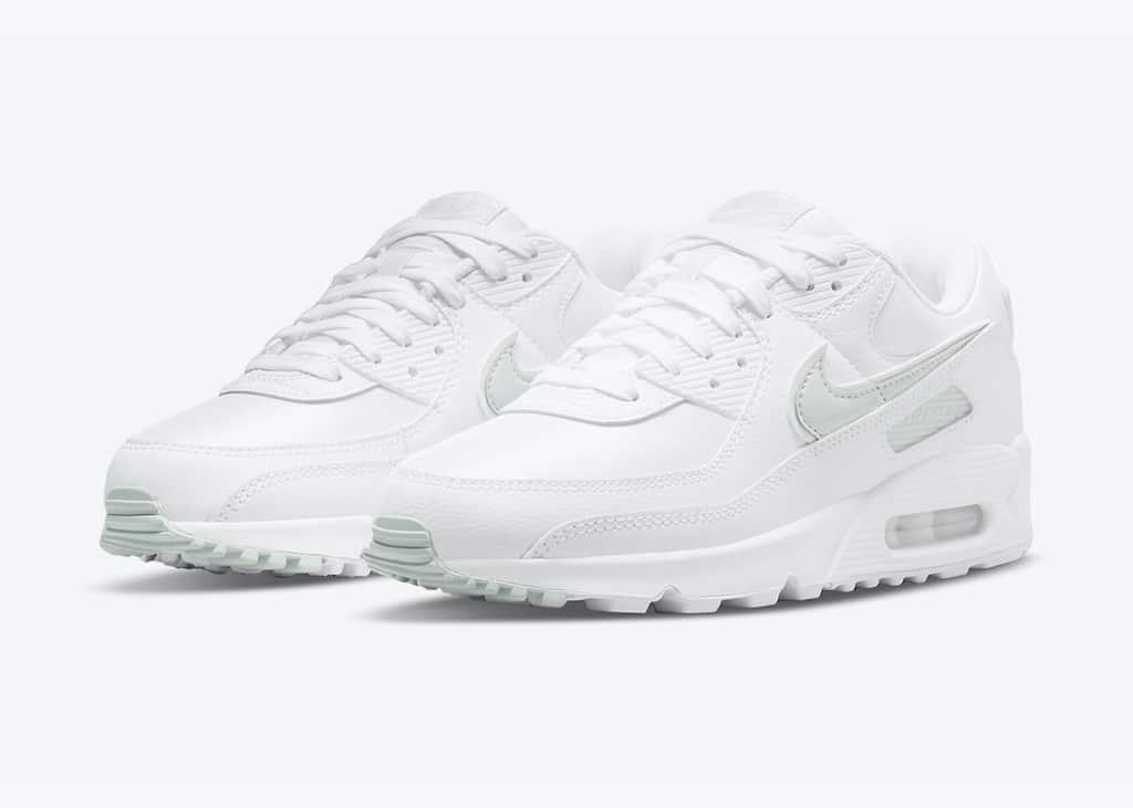 Klaar voor het voorjaar met de bijna helemaal witte Nike Air Max 90