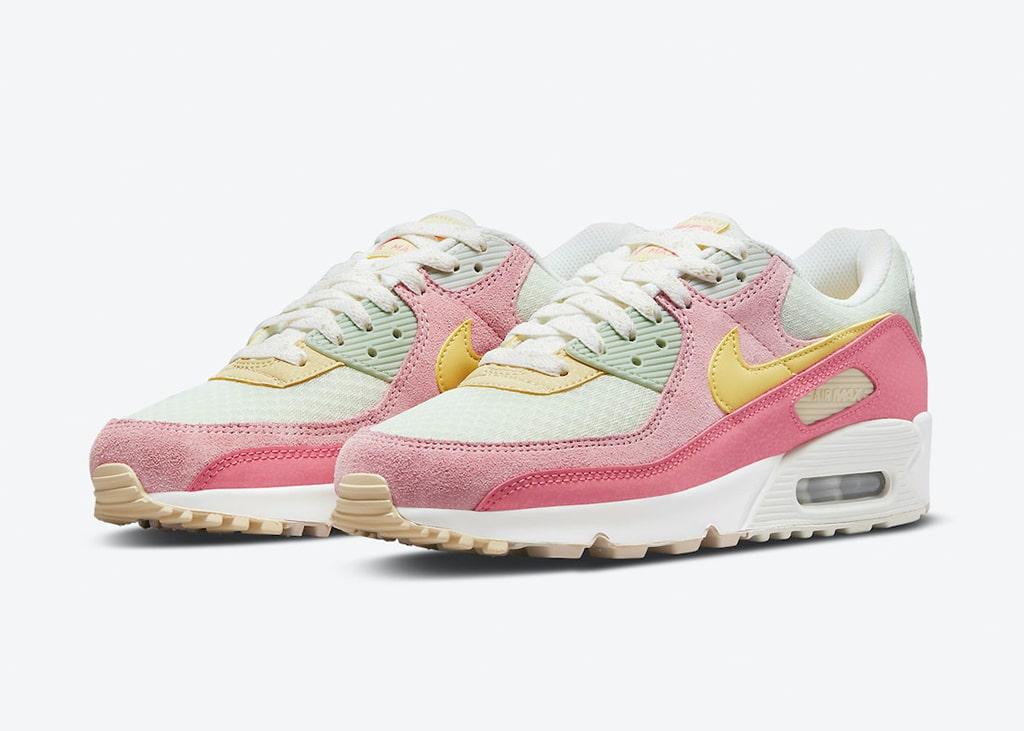 Speciaal voor de dames brengt Nike een zacht en kleurrijk paartje Air Max 90 uit