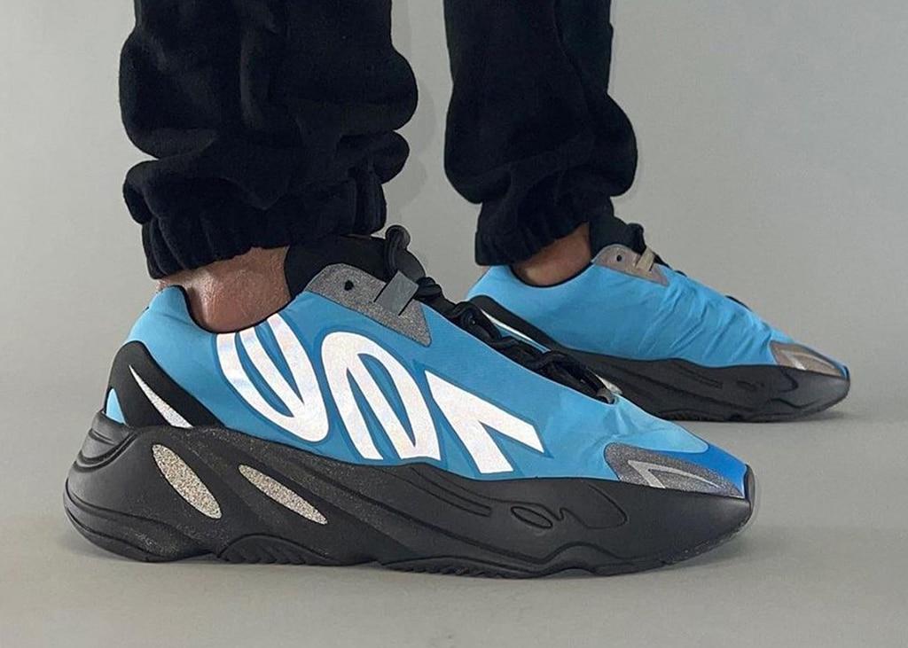 Foto's verschenen van de adidas Yeezy Boost 700 MNVN 'Bright Cyan'