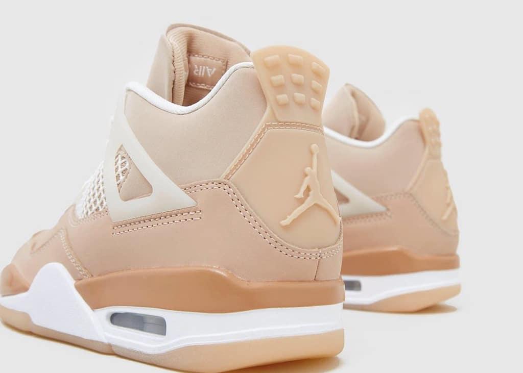 Geniet van de nieuwe foto's van de Air Jordan IV 'Shimmer'